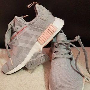 le adidas nmd r1 in vendita su poshmark